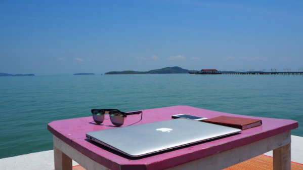 working on a beach - advantages of being a digital nomad